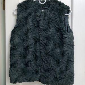 Beautiful women's soft fur vest ( fur not real!!!)